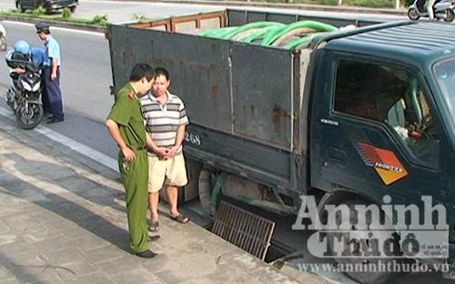 bắt xe đổ thải trái phép